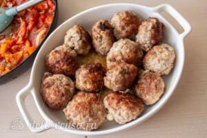 Мясные шарики с моцареллой в томатном соусе: фото к шагу 9.