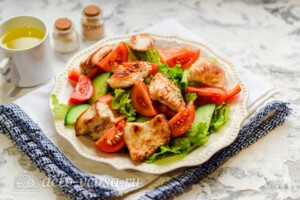 Овощной салат с индейкой: фото к шагу 6.