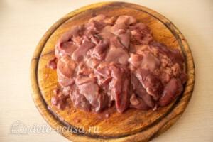 Блинный салат с куриной печенью: фото к шагу 1.
