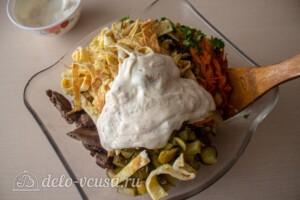 Блинный салат с куриной печенью: фото к шагу 13.