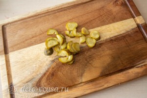 Зимний салат с фасолью и свеклой: фото к шагу 2.