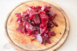 Салат со свеклой и кукурузой: фото к шагу 3.