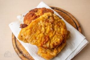 Шницель из свинины на сковороде: фото к шагу 8.