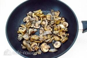 Стручковая фасоль с грибами в томатном соусе: фото к шагу 6.