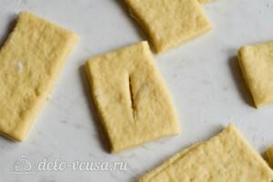 Таратушки на кефире: надрезы в тесте
