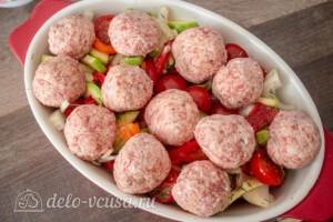 Тефтели с пармезаном и печёными овощами: фото к шагу 10.