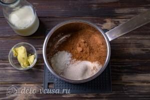 В кастрюлю добавляем ингредиенты для помадки