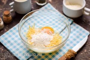 Куриные отбивные в сырном кляре: фото к шагу 4.