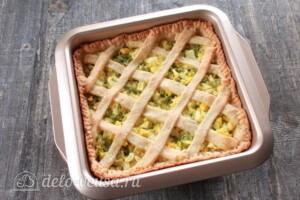 Творожный пирог с яйцом и зеленью: фото к шагу 10.