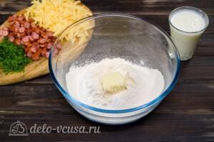 Сконы с сыром и колбасой: фото к шагу 3.