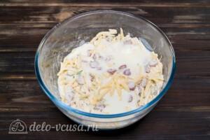Сконы с сыром и колбасой: фото к шагу 5.