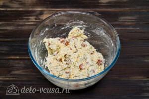 Сконы с сыром и колбасой: фото к шагу 6.
