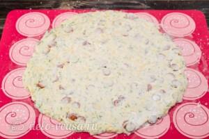 Сконы с сыром и колбасой: фото к шагу 8.