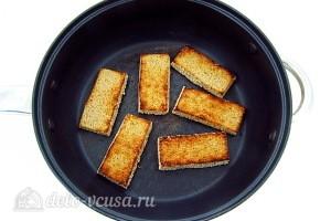 Поджариваем хлеб на сковороде