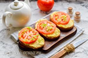 Бутерброды с помидорами и плавленым сыром готовы