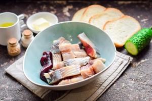 Бутерброды с сельдью и огурцом: Ингредиенты