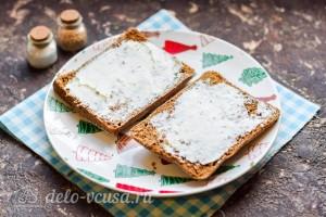 Хлеб смазать сыром
