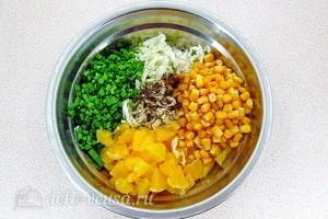 Соединяем все ингредиенты салата