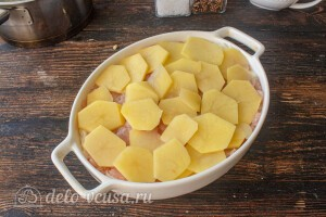 Кладем слой картошки
