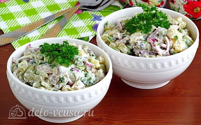 Картофельный салат с килькой и соленым огурцом