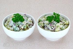 Картофельный салат с килькой и соленым огурцом готов