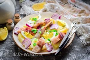 Картофельный салат с сельдью готов