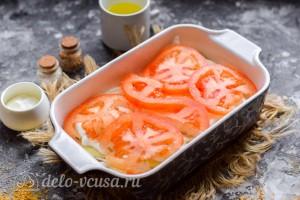 Кладем ломтики помидора