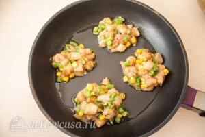 Выкладываем оладьи на раскаленную сковороду