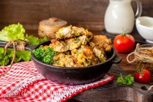 Куриные оладьи с кукурузой и фасолью готовы