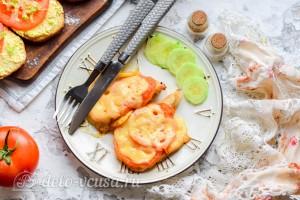 Куриные отбивные с сыром и помидорами готовы