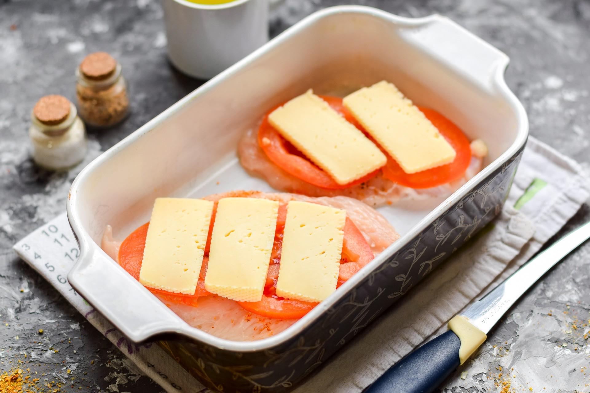 Добавляем сыр и отправляем в духовку