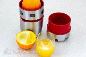 Отжимаем из апельсина сок
