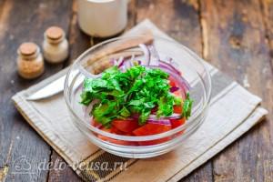 Добавляем в салатник кинзу