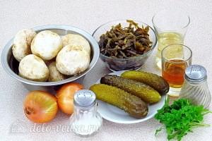 Салат из морской капусты с солёными огурцами и шампиньонами: Ингредиенты