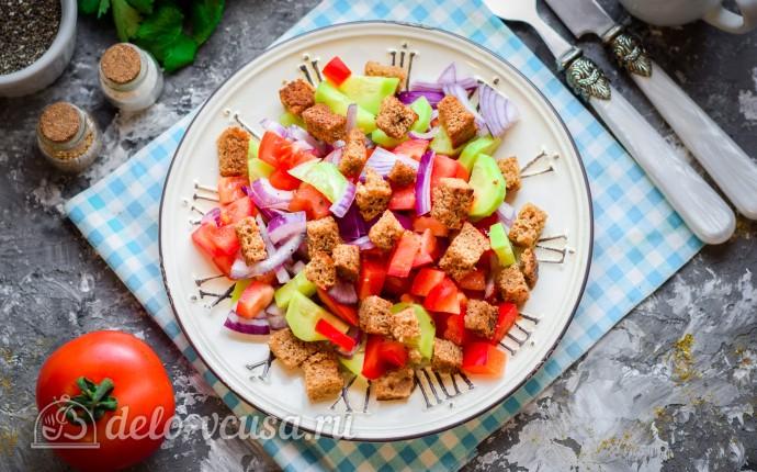 Салат по-селянски с сухариками
