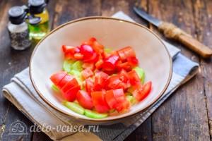 Режем помидор и болгарский перец
