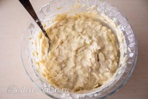 Перемешиваем тесто на оладьи