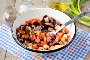 Перемешиваем салат и отправляем в холодильник
