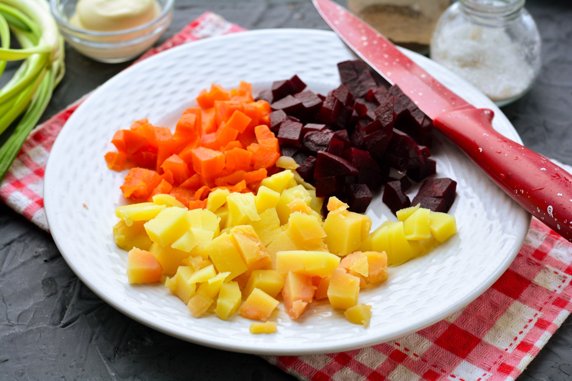 Режем овощи кубиком