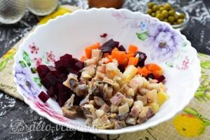 Соединяем свеклу, морковь, картошку и сельдь
