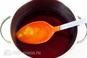 В полученный процеженный отвар добавляем мед