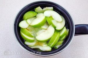 Заливаем яблоки водой