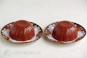 Подаем охлажденное шоколадное желе