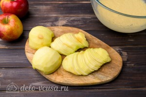 Яблоки режем тонкими ломтиками