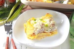 Картофельная запеканка с фрикадельками и моцареллой готова