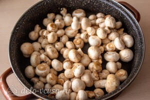 Жарим грибы на сухой сковороде