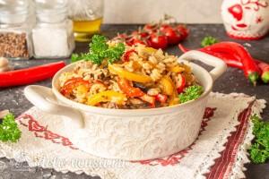 Ленивая паэлья с овощами и грибами готова