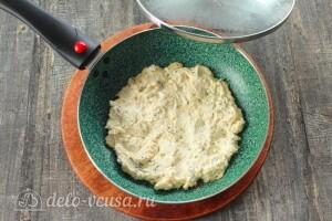 Выкладываем тесто на разогретую сковороду