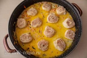 Отправляем ленивые пельмени на сковороду с соусом
