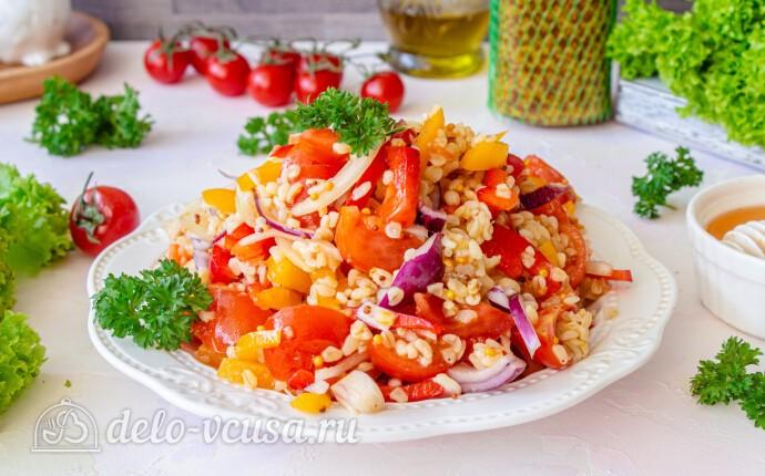 Салат из булгура со сладким перцем и помидорами